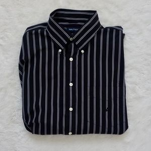 👔2/$20 EUC Nautica dress shirt black/white, XXL